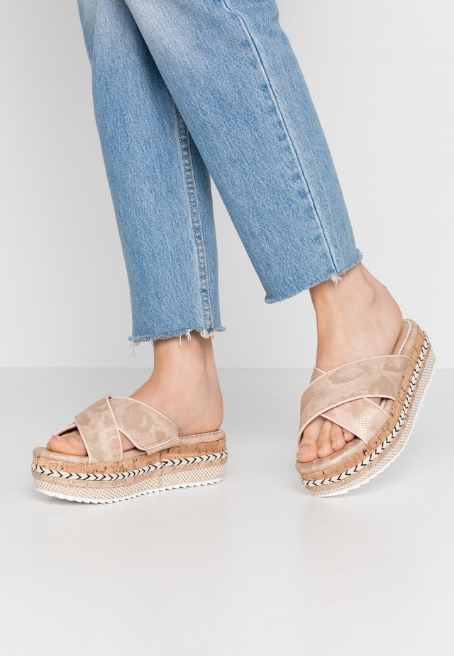 Heeled mules - rose gold