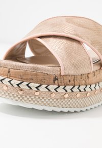 River Island Wide Fit - Pantofle na podpatku - rose gold - 2