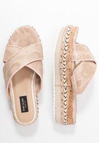 River Island Wide Fit - Pantofle na podpatku - rose gold - 3