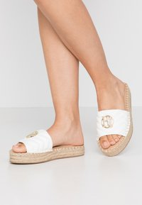 River Island Wide Fit - Pantofle - white - 0