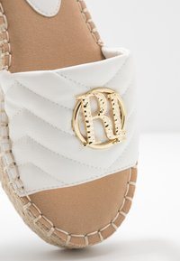 River Island Wide Fit - Pantofle - white - 2