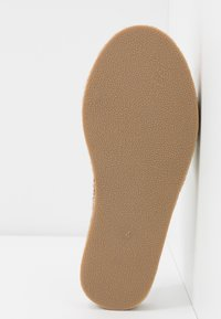 River Island Wide Fit - Pantofle - white - 6