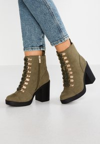 River Island Wide Fit - Bottines à talons hauts - khaki - 0