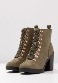 River Island Wide Fit - Bottines à talons hauts - khaki - 4