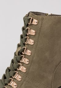 River Island Wide Fit - Bottines à talons hauts - khaki - 2
