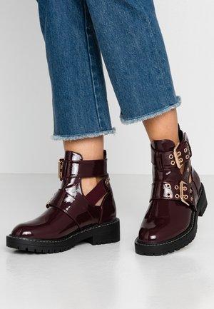 Cowboy/biker ankle boot - burgandy
