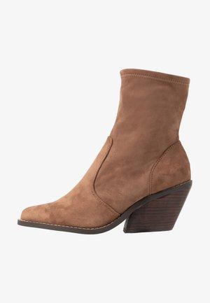 Classic ankle boots - mushroom