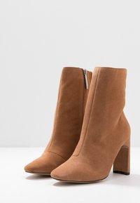 River Island Wide Fit - High heeled ankle boots - beige light - 4