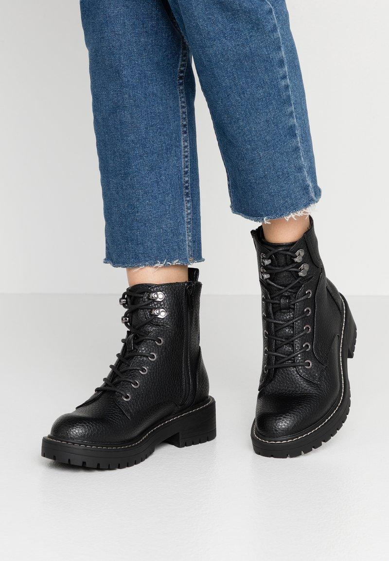 River Island Wide Fit - Kotníkové boty na platformě - black