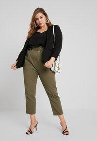 River Island Plus - Spodnie materiałowe - khaki - 2