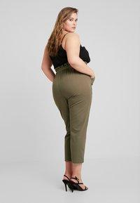 River Island Plus - Spodnie materiałowe - khaki - 3