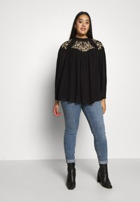 River Island Plus - ELLIE EMBROIDERED BLOUSE - Blůza - black - 1