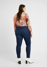 River Island Plus - MOLLY SANTA - Jeans Skinny - dark auth - 2