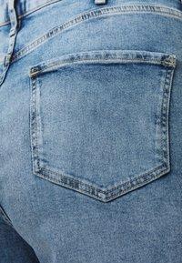 River Island Plus - Shorts di jeans - denim medium - 2