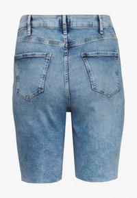 River Island Plus - Shorts di jeans - denim medium - 3