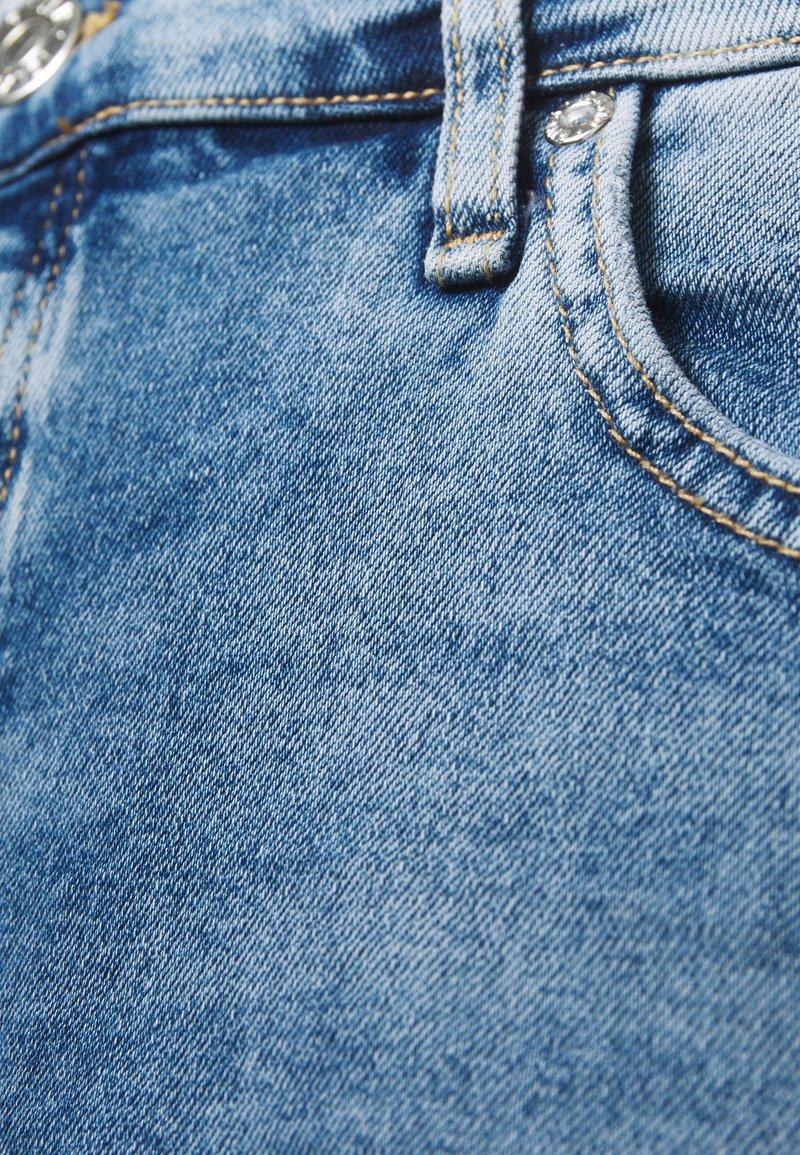 River Island Plus - Shorts di jeans - denim medium