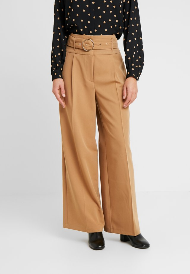 ENTRY WIDE LEG TROUSER - Trousers - camel