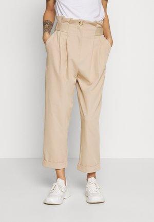 CIARA - Pantalones - camel