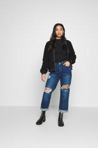River Island Petite - MOM SHEERAN - Jeans Straight Leg - mid auth - 1