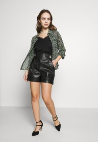 River Island Petite - MOM - Shorts - black - 1