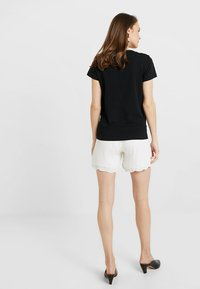 Ripe - EMBROIDERED - Shorts - ivory - 2