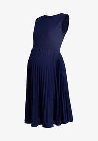 Ripe - KNIFE PLEAT DRESS ROUND NECK - Žerzejové šaty - dark blue - 3