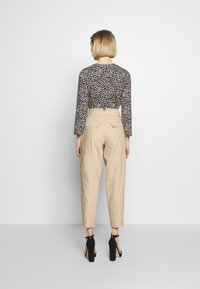 RIANI - WIDE FIT - Trousers - pale almond - 2