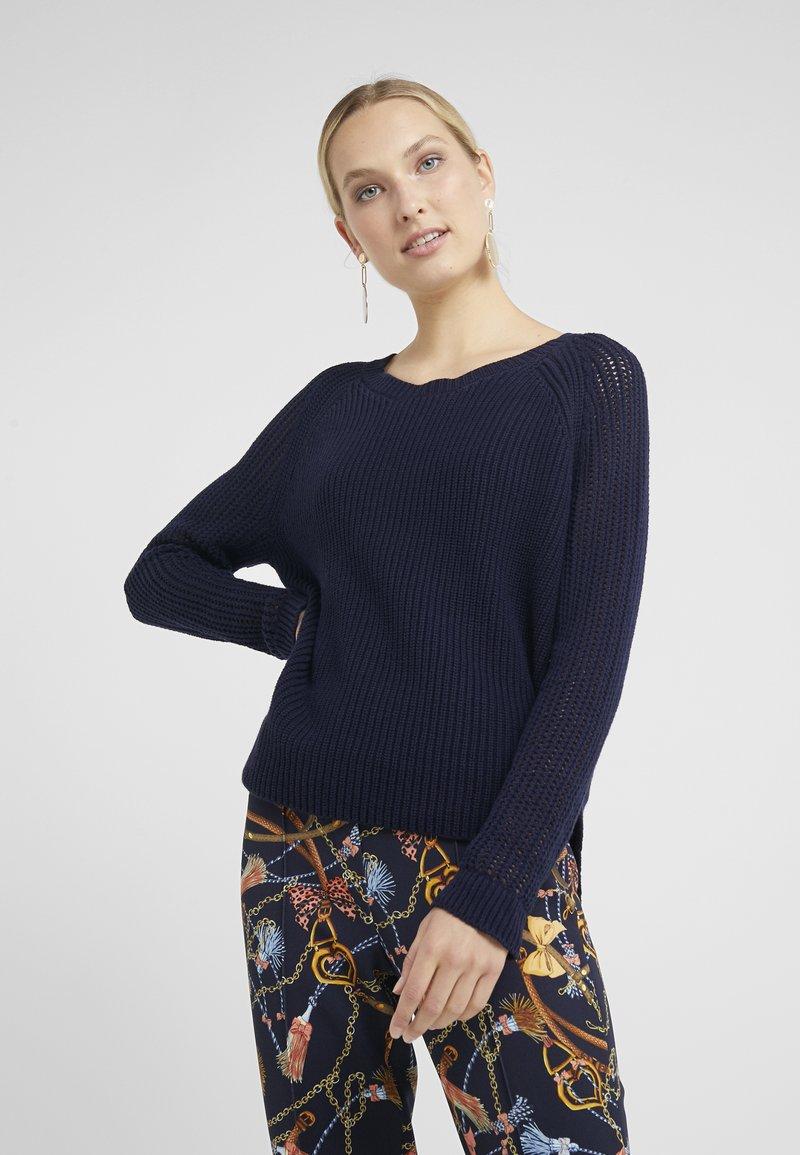 RIANI - Stickad tröja - deep blue