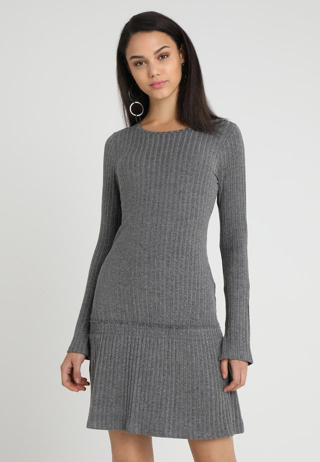 SELMA DRESS - Strikket kjole - charcoal melange