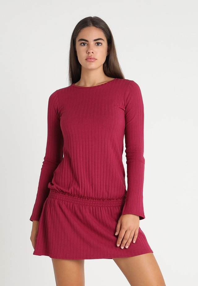 SELMA DRESS - Gebreide jurk - cherry