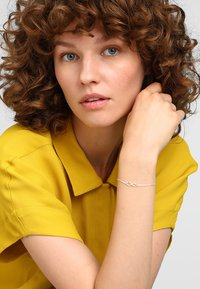 Orelia - INFINITY BRACELET - Bracelet - silver-coloured - 1