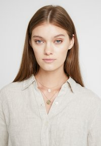 Orelia - SHELL & PALM TAG 2 ROW - Collier - pale gold-coloured - 1
