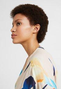 Orelia - FINE PAVE SINGLE EAR CUFF - Earrings - gold-coloured - 1