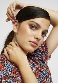 Orelia - PAVE SINGLE EAR CUFF - Earrings - silver-coloured - 1