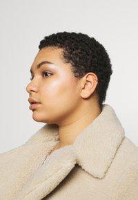 Orelia - ROPE TWIST SINGLE EAR CUFF - Earrings - pale gold-coloured - 1