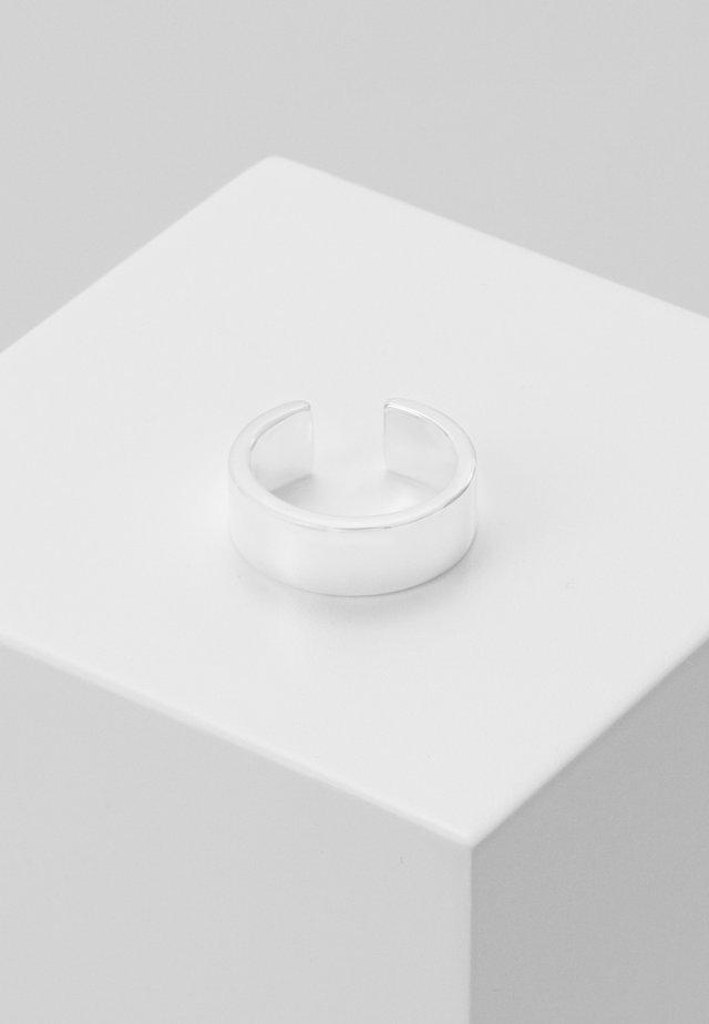CHUNKY PLAIN EAR CUFF - Earrings - silver-coloured