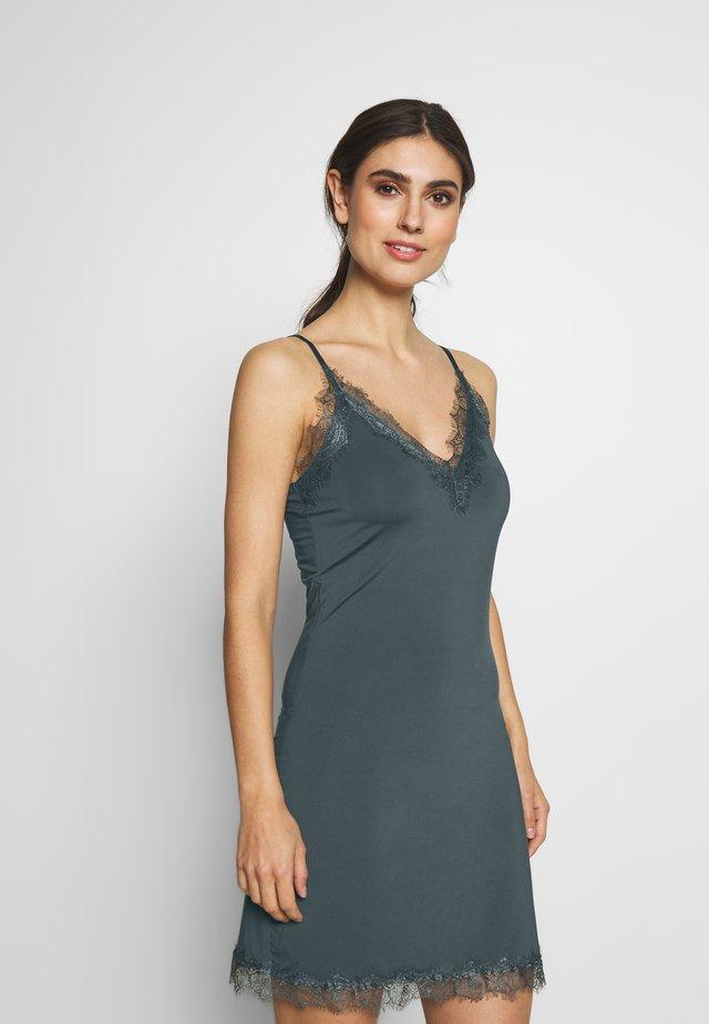 Sukienka z dżerseju - urban chic