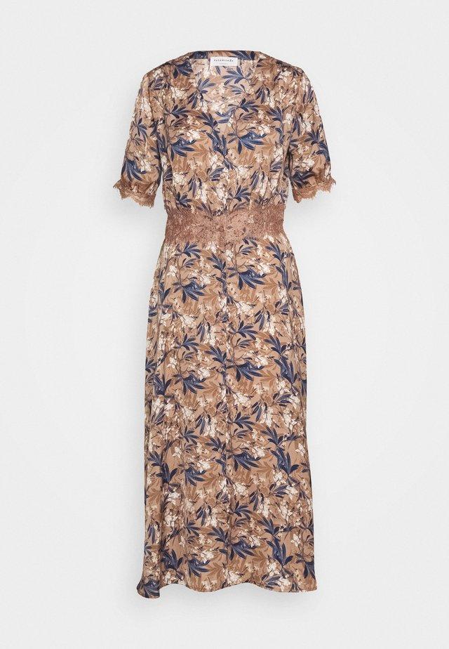 DRESS - Shirt dress - nougat poetic