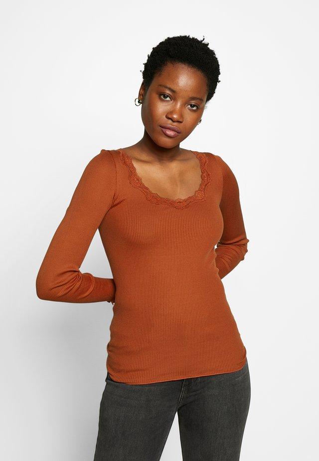 REGULAR VINTAGE - Long sleeved top - red ochre