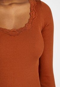 Rosemunde - REGULAR VINTAGE - Topper langermet - red ochre - 5