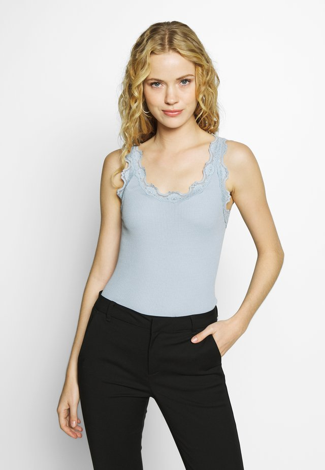 SILK-MIX TOP REGULAR W/VINTAG LACE - Toppe - blue fog