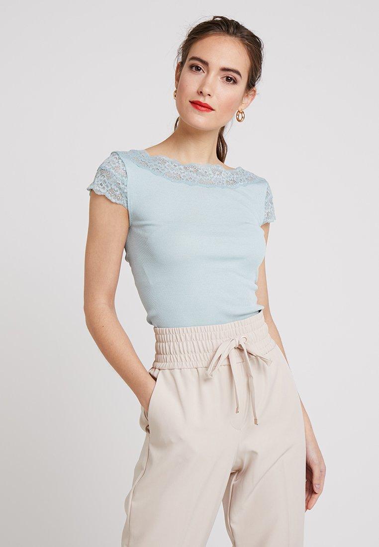 Rosemunde - Print T-shirt - cloud blue