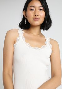 Rosemunde - ORGANIC TOP WITH LACE - Topper - new white - 4
