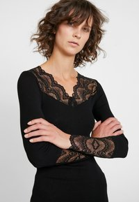 Rosemunde - SILK-MIX T-SHIRT REGULAR LS W/LACE - Top s dlouhým rukávem - black - 4