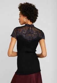 Rosemunde - BAYEUX - T-shirts med print - black - 2