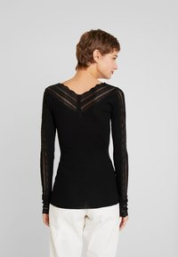 Rosemunde - SILK-MIX T-SHIRT REGULAR LS W/WIDE LACE - Camiseta de manga larga - black - 2