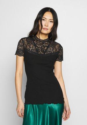 SILK-MIX T-SHIRT TURTLENECK REGULAR W/LACE - T-shirts med print - black