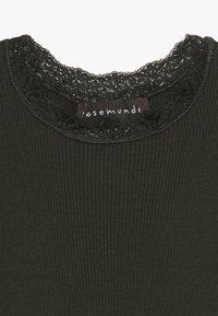 Rosemunde - Langærmede T-shirts - dark green - 3