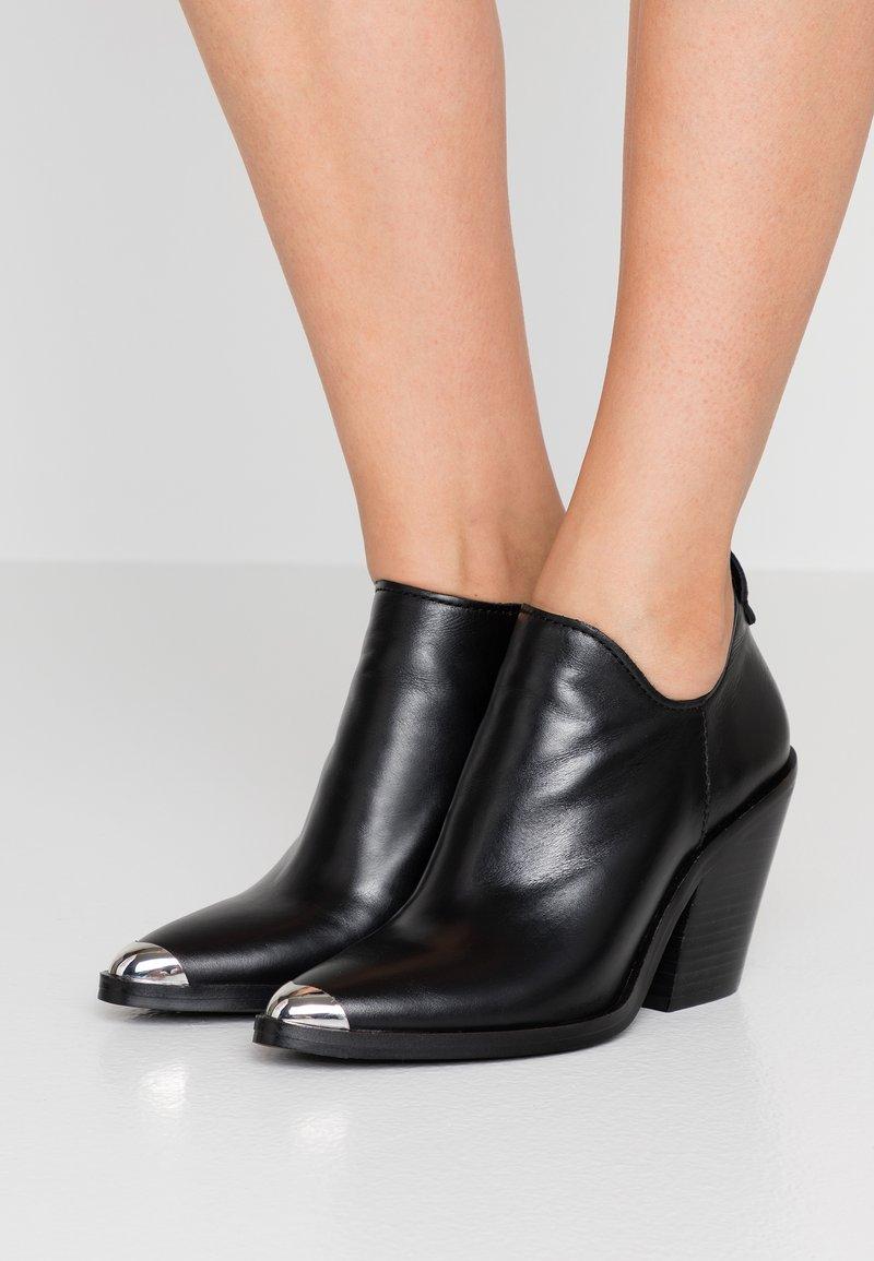 Rebecca Minkoff - SEIJI - Kotníková obuv na vysokém podpatku - black