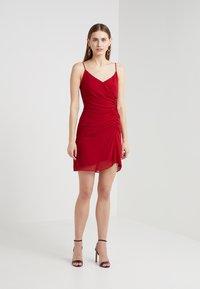 Rebecca Minkoff - KINSLEY DRESS - Hverdagskjoler - red - 0